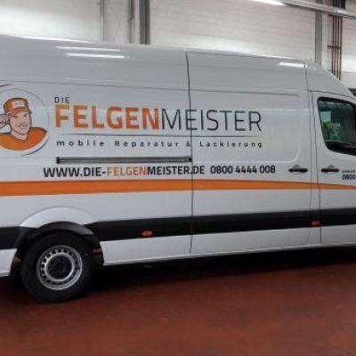 Die Felgenmeister Fahrzeugbeschriftung mehrfarbig mit Vektorlogo und Streifen mit Farbwechsel