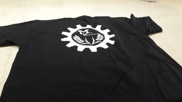 Flexdruck Weiß auf Schwarzem T-Shirt