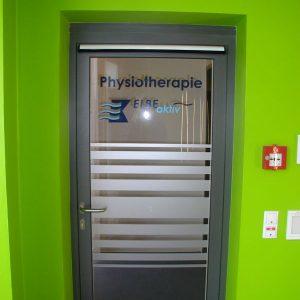 Glastür Mit Glasdekor und Logo Mehrfarbig Elbe klinikum Stade