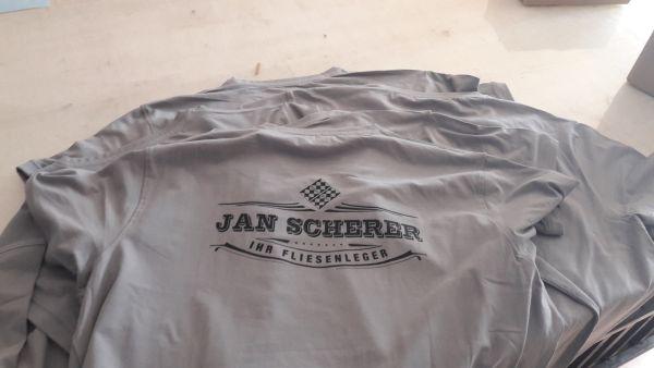 Jan Scherer Flexdruck Schwarz auf grauem T-shirt