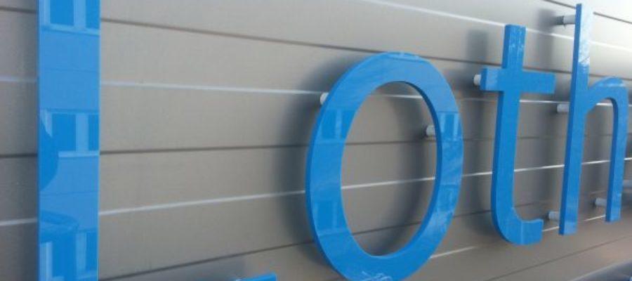 Kunststoff Buchstaben mit abstandshalter