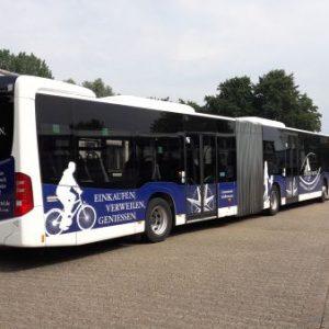Lotsenviertel Cuxhaven Doppelbus zur werbung in Blau weiß foliert