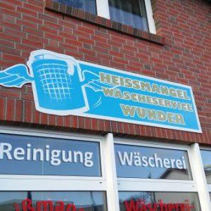 Schild in Sonderform aus aluverbund und plastik Beschriftet und ausgeschnitten