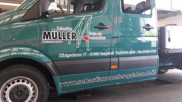 Sebastian Müller Fahrzeugbeschriftung mit Vektorlogo in mehrfarbig Seite