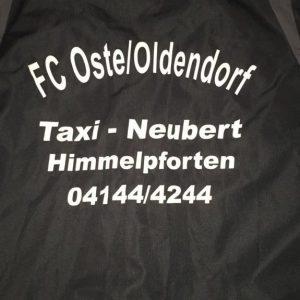 FC Oste Trainingsjacke in Schwarz mit Schrift FC Oste / Oldendorf Taxi Neubert Himmelpforten 04144 / 4244