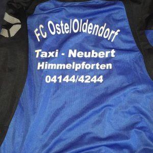 FC Oste Trainingsjacke mit Schrift FC Oste / Oldendorf Taxi Neubert Himmelpforten 04144 / 4244
