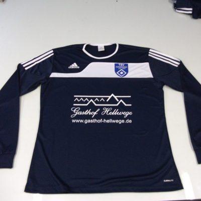 Blauer Trainingsanzug von Adidas Beschriftet mit Gasthof Hellwege in Weiß